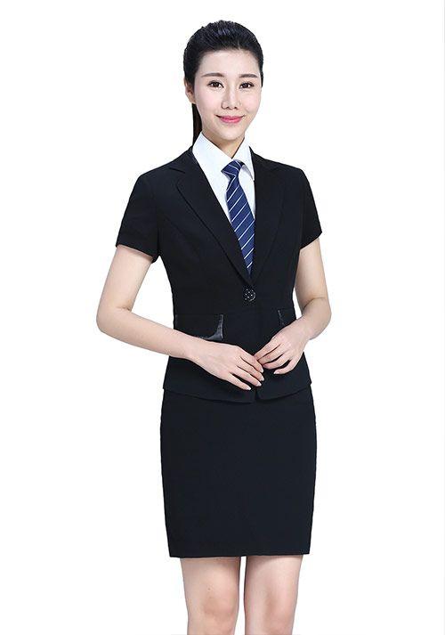黑色西服套装